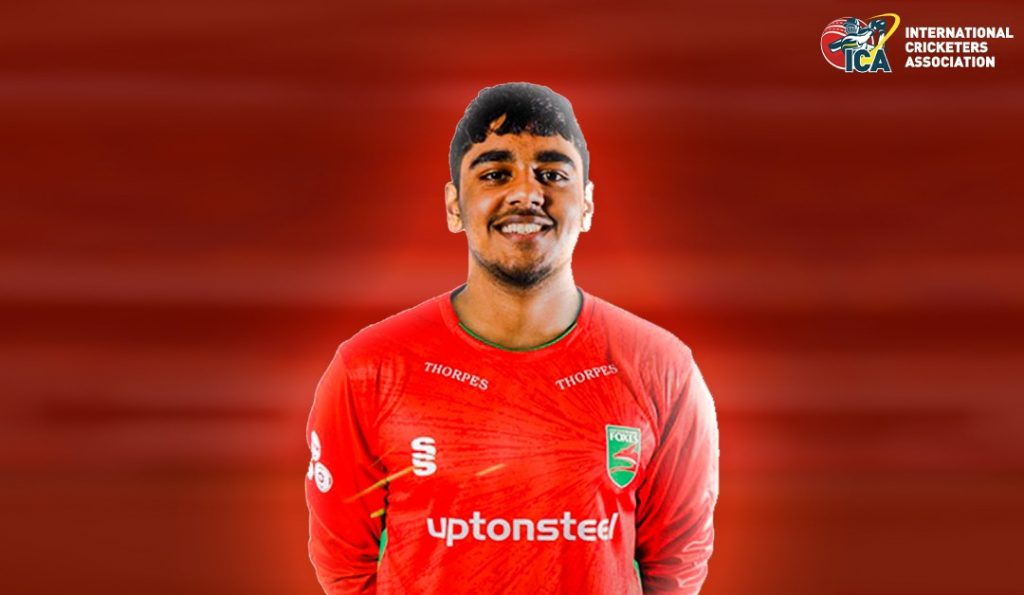 Rehan Ahmed signs his first professional contract